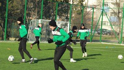 Всички играчи в тима тренират пълноценно. Снимка ПФК Нефтохимик