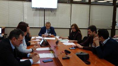 Членовете на Комисията разгледаха докладните за предстоящата сесия. Снимка ОбС - Варна