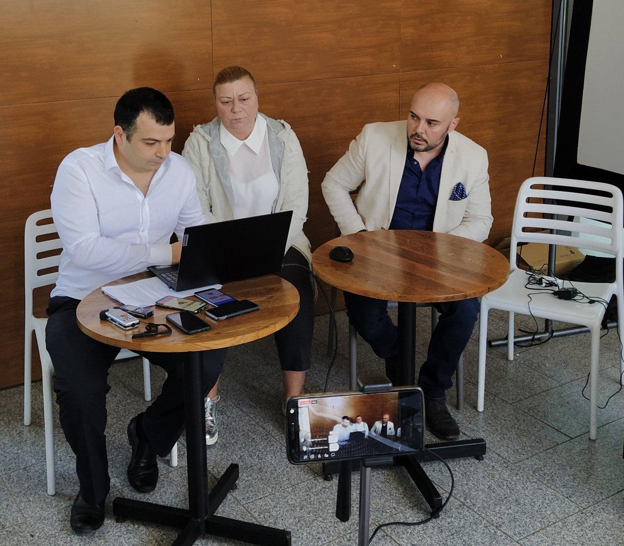 Жалбата е входирана само от Константин Бачийски (вляво). Снимка Черноморие-бг