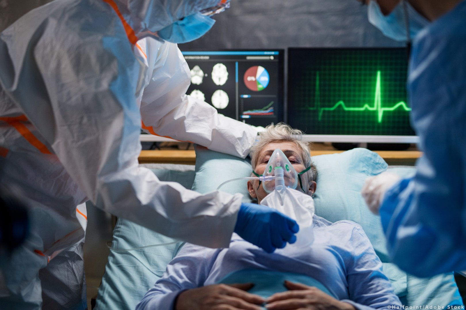 4879са приети за лечение в болници в страната, като от тях 388са на интензивно лечение. Снимката е илюстративна