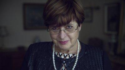 В качеството си на писател и дипломат Леа Коен изнася лекции и конференции в редица страни