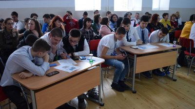 Бургаската ПГМЕЕ бе домакин на срещата с участието на гимназиите от Пловдив и Плевен. Снимки ПГМЕЕ