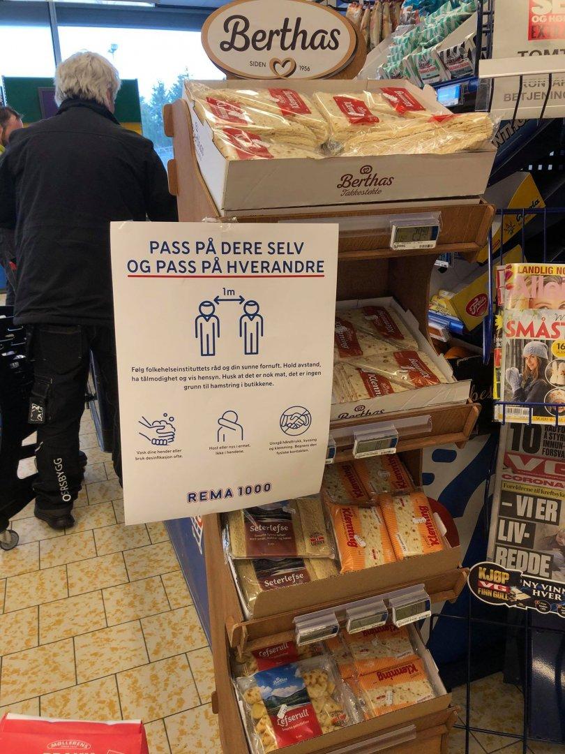 Във всеки магазин в Берген има и инструции как да се предпазват хората. Снимки Марта фон дер Уе
