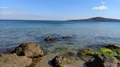 Температурата на морската вода е 10-11°. Вълнението на морето ще бъде 1-2 бала