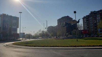 Улиците на Скопие са празни, излизането е забранено. Снимки София Главинова