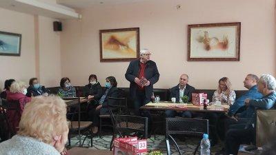 Водачът на листата Петър Кънев и част от кандидатите за депутати изслушаха проблемите на хората в двата града