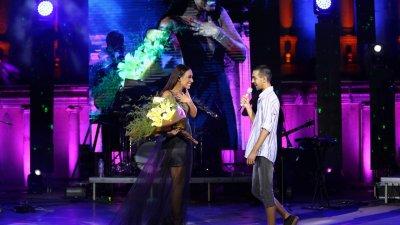 Феновете на Мария Илиева не скриха вълнението си от срещата с нея и музиката й. Снимки Нели Куртева