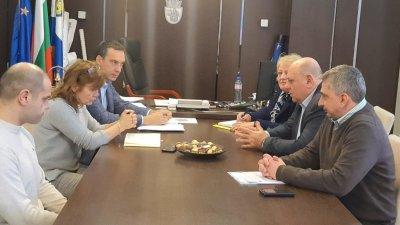 Срещата се проведе в кабинета на кмета на Община Бургас Димитър Николов. Снимка Официална страница на Димитър Николов