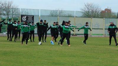 Само футболистите, които не са от Бургас са пуснати да се приберат по домовете си. Снимка ПФК Нефтохимик