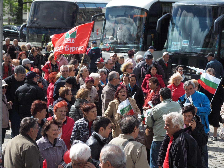 200 членове и симпатизанти от Бургас и региона пътуваха за митинга в столицата. Снимки БСП - Бургас