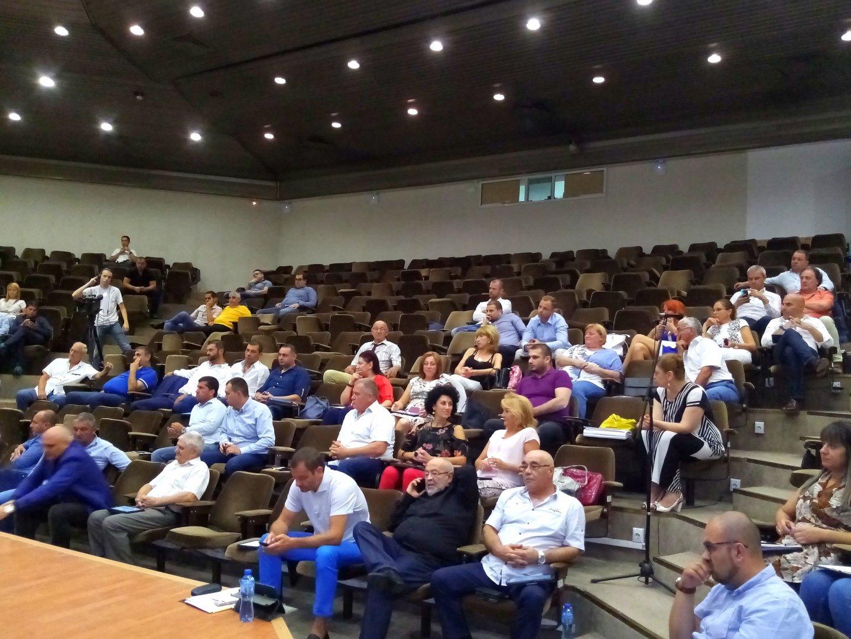 Един час продължиха дебатите по докладната за почетните граждани. Снимка ОбС - Варна