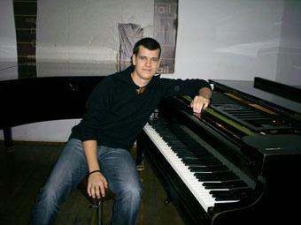 Mitko_piano1