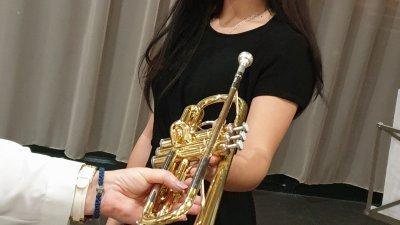 Галя Стоянова вече ще участва в конкурси като свири на новия си тромпет. Снимки НСБО