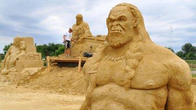 Пясъчният фестивал ще радва посетителите до месец септември. Снимки Лина Главинова