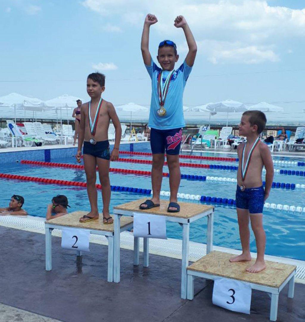 Десетте състезатели донесоха 13 медала