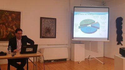 Заместник-кметът на община Поморие Янчо Илиев представи рамката на бюджета. Снимка Община Поморие