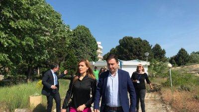 Министър Ангелкова и Златко Димитров провериха чистотата на водата. Снимка Пресцентър Министерство на туризма