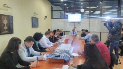 Членовете на Правната комисия обсъдиха и сделката за т.нар. Дупка. Снимка ОбС - Варна