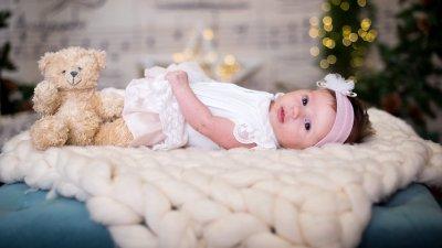 Това е първата празнична фотосесия на малката Симона