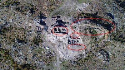 С червено са оградени обектите, които се проучват в Русокастро. Снимки РИМ и Лина Главинова