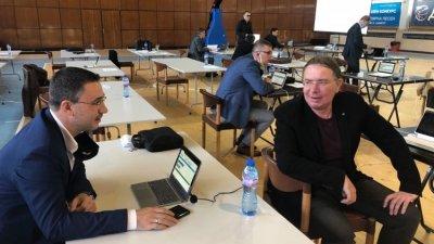 Докладната е подкрепена от всички членове на комисията, в която са Тодор Йосифов (вляво) и Георги Маринчев. Снимка ГЕРБ