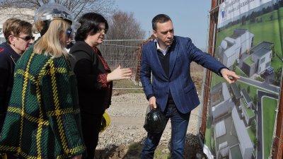 Кметът на Бургас Димитър Николов участва в церемонията първа копка