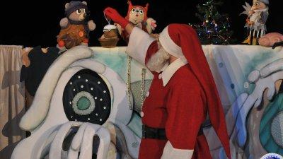 Дядо Коледа е специален гост след представлението