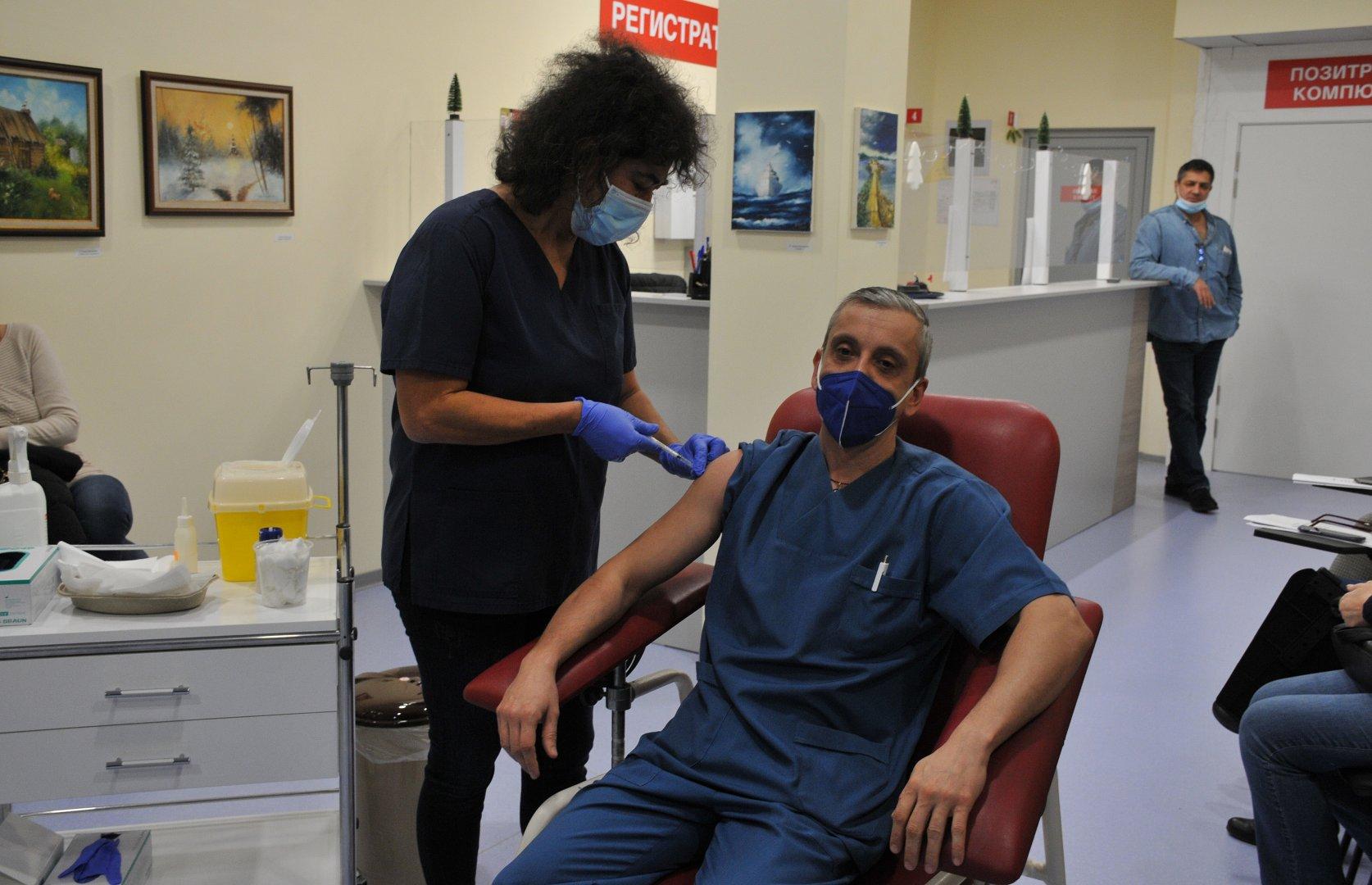 В първата фаза бяха ваксинирани медици. Снимка Архив Черноморие-бг