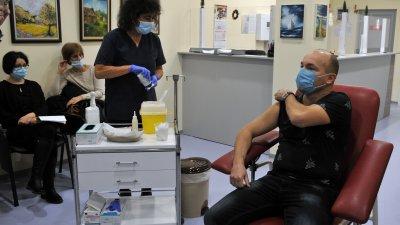 На първия етап се ваксинират медиците. Снимка Архив Черноморие-бг