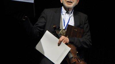 Ицко Финци е новият носител на приза Ключът от кулата. Снимки Черноморие-БГ