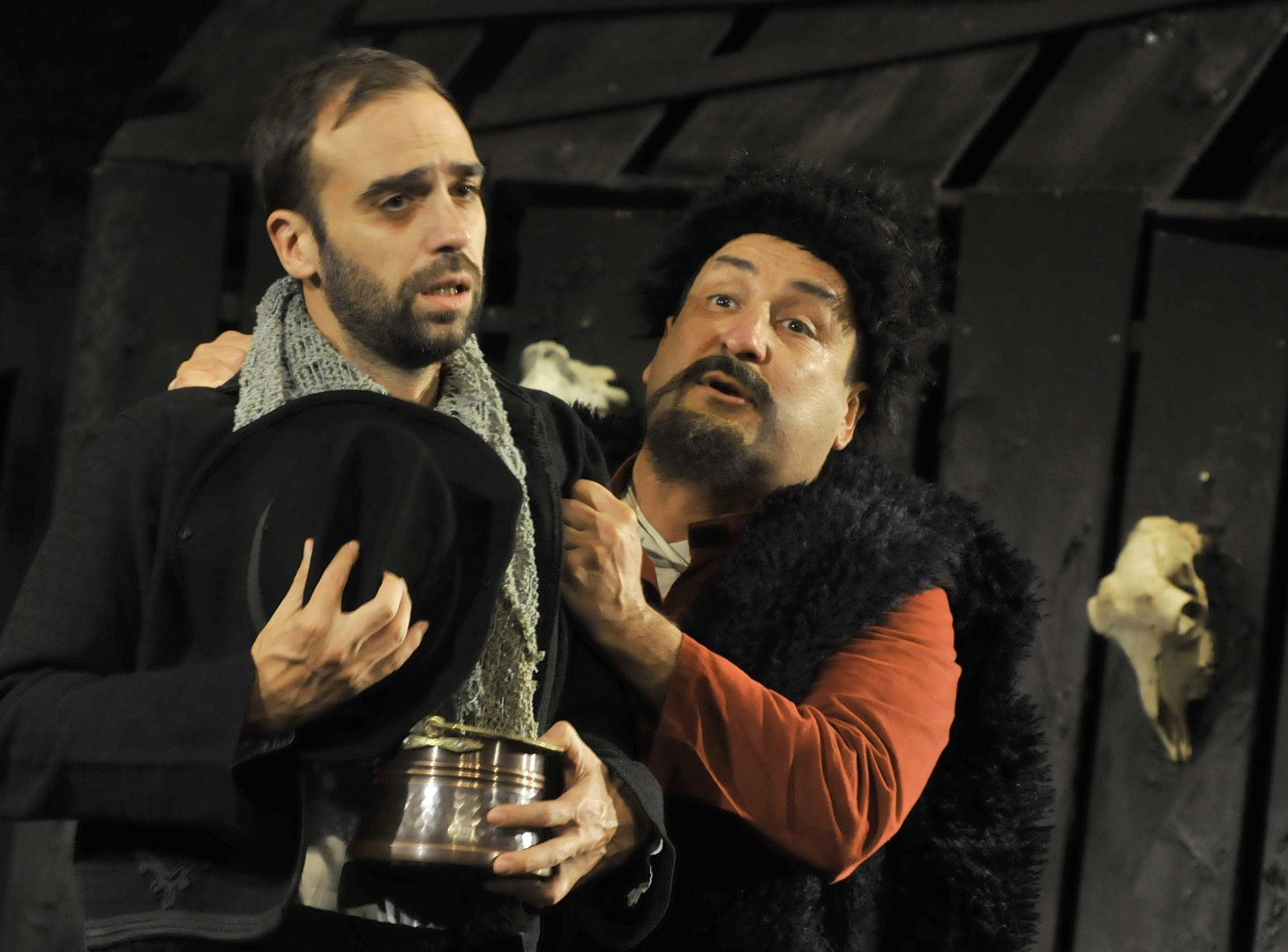 Тончо Токмакчиев (вдясно) отново излиза на бургаска театрална сцена. Снимки Тодор Ставрев