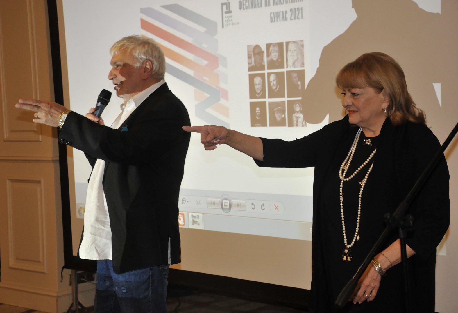 Стефан Димитров и Богдана Карадочева представиха в Бургас книгата си Безнадежден случай