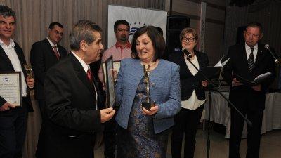 Директорът на гимназията Роза Желева получи отличието