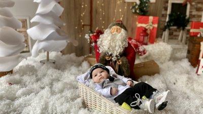 Това е първата Коледа на малкия Теодор