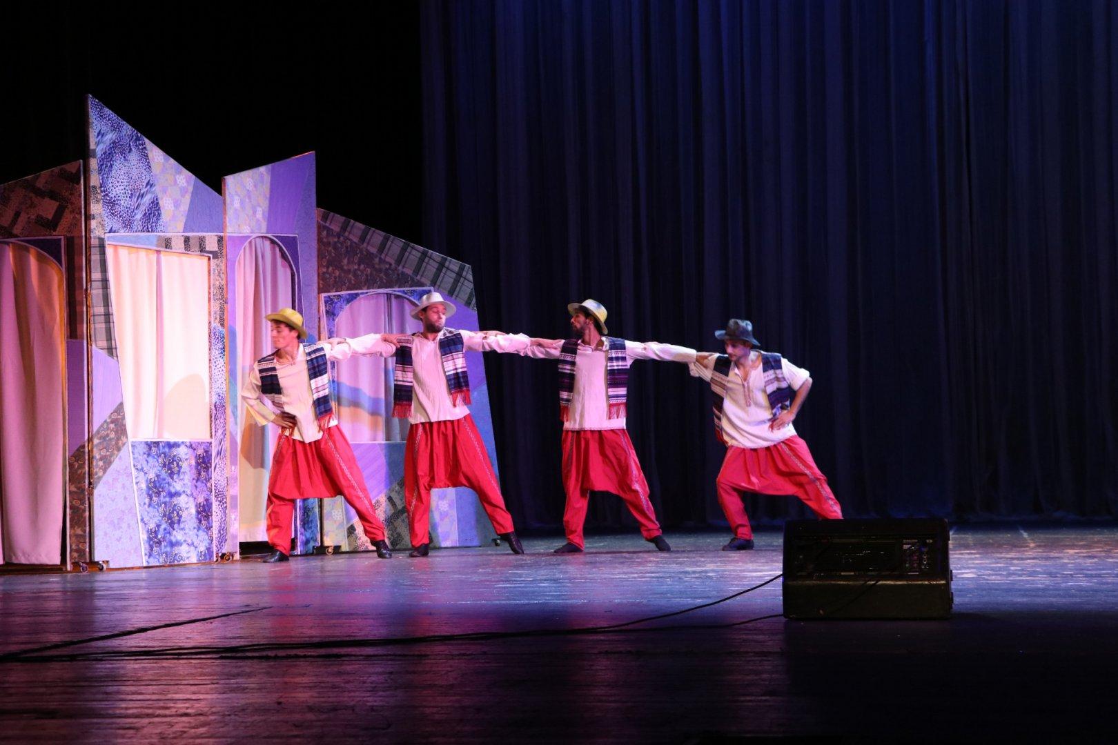 Четиримата близнаци ще има своето представление по обяд в понеделник. Снимка Опера - Бургас