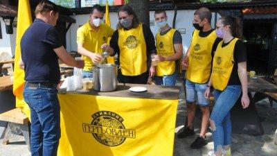 Един от отличителните знаци на Движение Гергьовден е традиционният гергьовденски курбан. Снимки Черноморие-бг