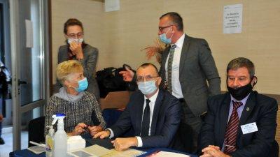 Виолета Илиева - шеф на РУО (седналата вляво) приветства гости и участници в срещата. Снимки Черноморие-бг
