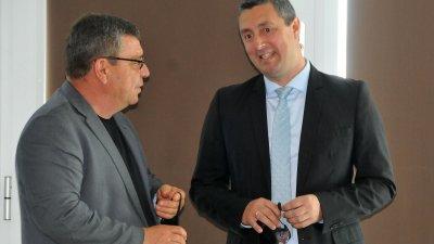 Делегати на събранието в Бургас бяха и кметовете, сред които кметът на Царево Георги Лапчев (вдясно) и колегата му от Камено - Жельо Вардунски. Снимки Черноморие-бг
