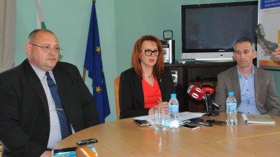 Михаил Хаджиянев (вляво) отново ще ръководи РИК във Втори МИР - Бургас. Снимка Черноморие-бг
