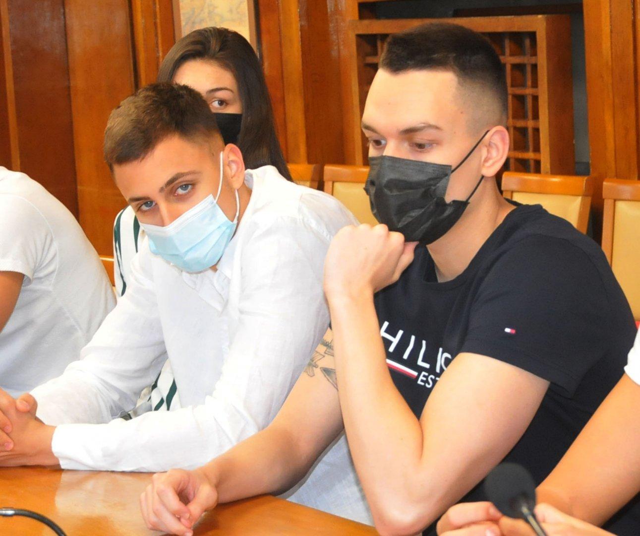 Йосиф Миладинов (вляво) и съотборниците му от националния тим се подготвяха в Бургас преди олимпийските игри. Снимка Архив Черноморие-бг