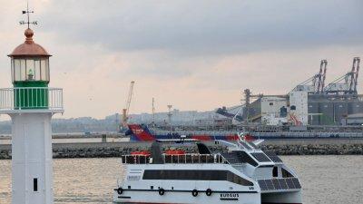 Новият туристически кораб Бургус акостира на Морска гара тази вечер. Снимки: Черноморие-бг
