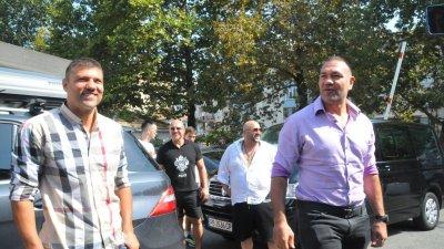България за мен е по-голяма любов от бокса, но засега няма да правя партия, каза Кубрат Пулев (вдясно). Снимка Черноморие-бг