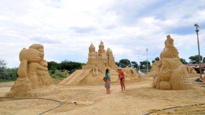 Тази вечер официално ще бъде открито XII-то издание на Пясъчния фестивал в Морската градина на Бургас. Снимка Лина Главинова