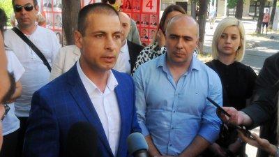 Водачът на листата Живко Табаков (на преден план вляво) ще окаже пълно съдействие на органите на реда и прокуратурата за установяването на истината. Снимка Черноморие-бг