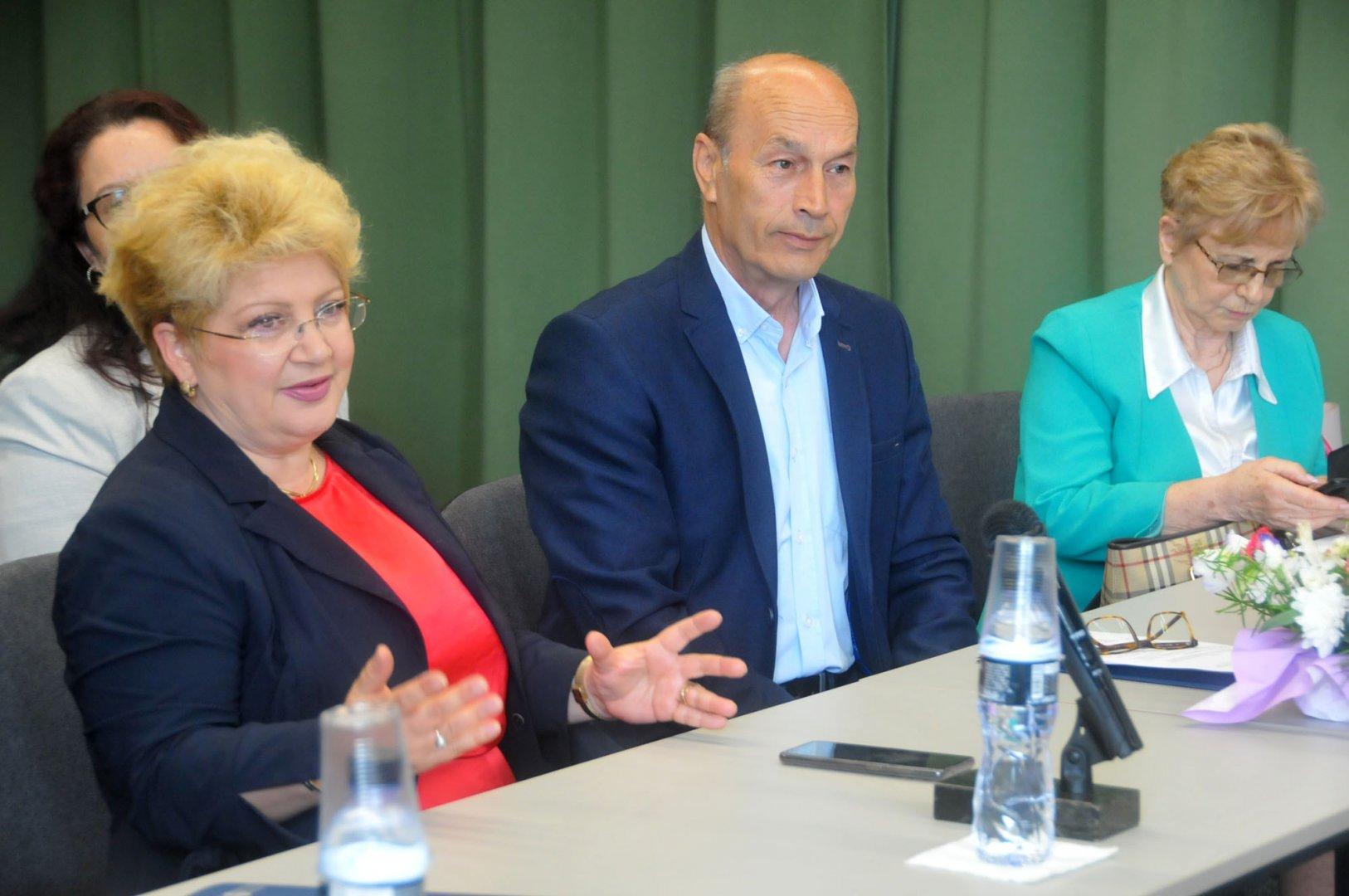 Това е първата среща на Нейно Превъзходителство Йоана Предеску - посланик на Румъния у нас (вляво) с представители на бизнеса в Бургас. Снимки Черноморие-бг
