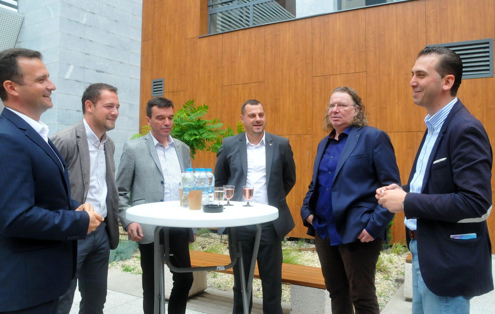 Жечо Станков (вляво), Димитър Петров (вторият отляво надясно) и Драгомир Стефанов (вдясно) са с добри лични преференции в листата на ГЕРБ - СДС. Снимки Архив Черноморие-бг