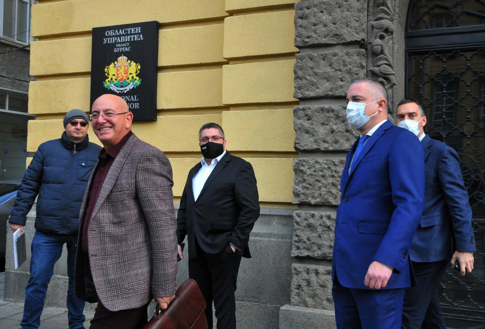Проблемът с водата ще бъде решен, категоричен е еко министърът Димитров (на преден план вляво). Снимки Черноморие-бг