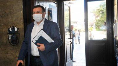 Министърът на здравеопазването Костадин Ангелов се наложи да отговаря на горещи въпроси на медици. Снимка Черноморие-бг