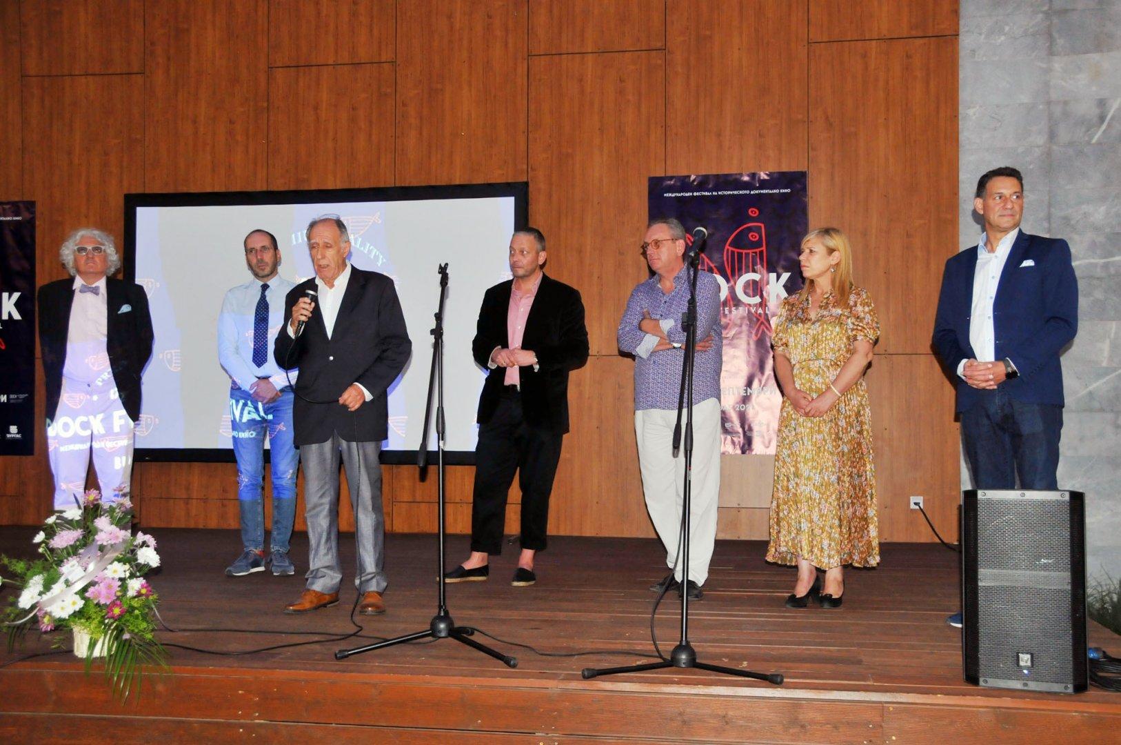 Фестивалът бе открит в двора на Културен дом Бургас, а първата прожекция е тази вечер. Снимки Черноморие-бг