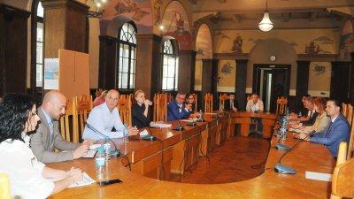 Консултациите се състояха в залата на Областна управа - Бургас. Снимки Черноморие - бг